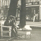 Fotokarte: KREFELD Ostwall mit                                 Hauptbahnhof, Leute; 1949 - 12,00 Eur