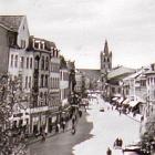 TRIER, Glanzfotokarte:                                         Simeonstr., Autos, Leute; 1959                                         gelaufen - 6,00 EUR